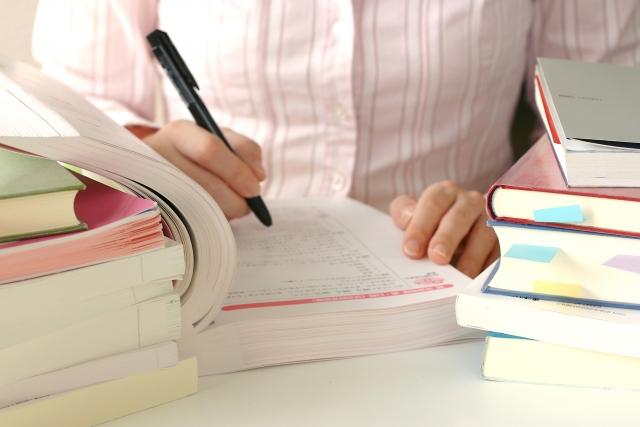 弁理士の試験を受けた人数と受かった人数|弁理士試験|資格スクエア