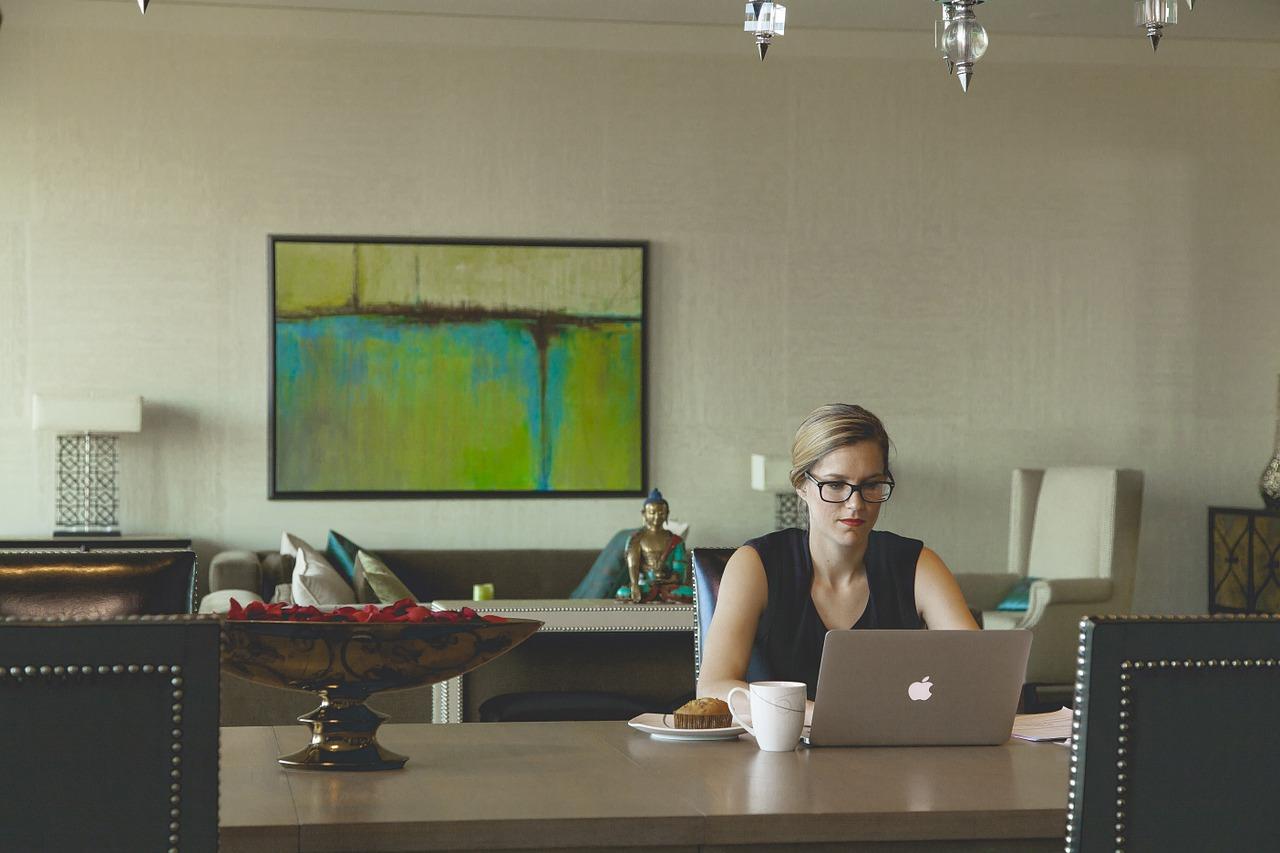 今や働き方改革全盛期!弁理士の在宅勤務の状況|弁理士試験|資格スクエア